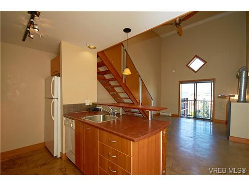 Main Photo: 405 555 Chatham Street in VICTORIA: Vi Downtown Condo Apartment for sale (Victoria)  : MLS® # 340128