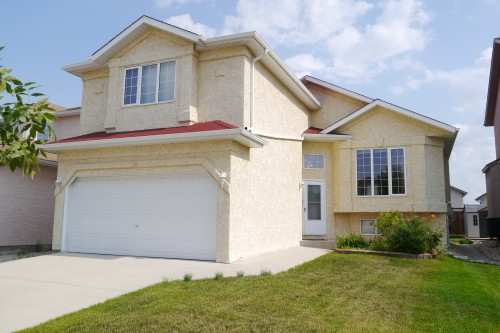 Main Photo: 14 Kinlock Lane in Winnipeg: Richmond West Single Family Detached for sale (South Winnipeg)  : MLS® # 1420069