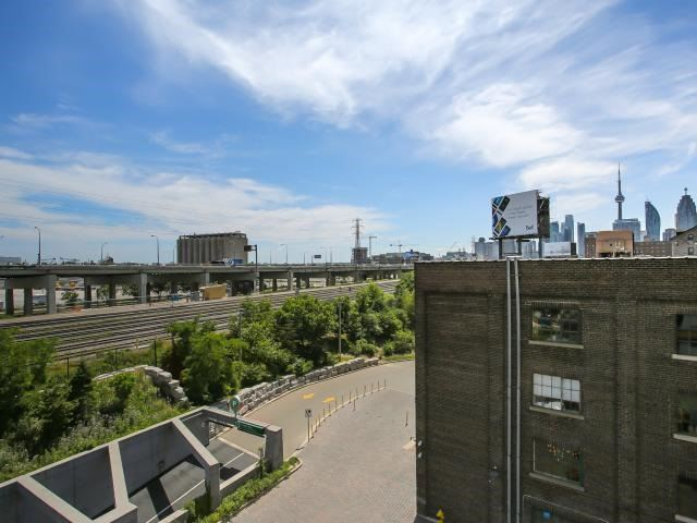 Photo 5: 70 Distillery Lane Unit #417 in Toronto: Waterfront Communities C8 Condo for sale (Toronto C08)  : MLS(r) # C3540794