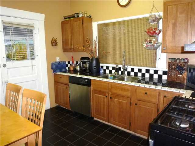 Photo 3: 907 10TH ST in : Moody Park House for sale : MLS® # V857857