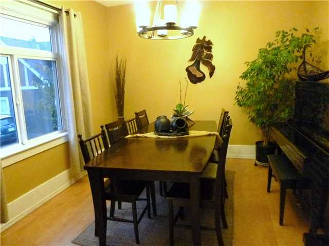 Photo 5: 907 10TH ST in : Moody Park House for sale : MLS® # V857857
