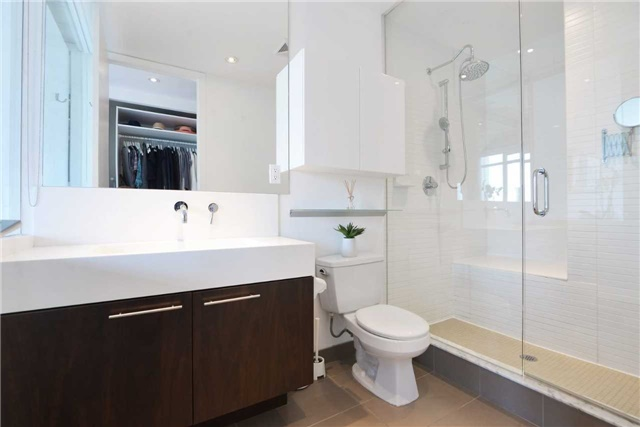 Photo 2: 66 Portland St Unit #701 in Toronto: Waterfront Communities C1 Condo for sale (Toronto C01)  : MLS(r) # C3502834