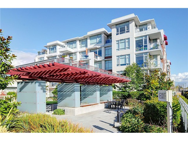 "Main Photo: 708 2228 W BROADWAY in Vancouver: Kitsilano Condo for sale in ""THE VINE"" (Vancouver West)  : MLS® # V1010662"