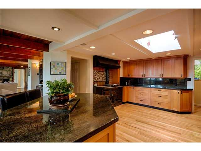 Photo 2: 333 WELLINGTON DR in North Vancouver: Upper Lonsdale House for sale : MLS® # V1036216
