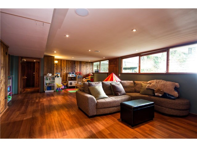 Photo 14: 333 WELLINGTON DR in North Vancouver: Upper Lonsdale House for sale : MLS® # V1036216