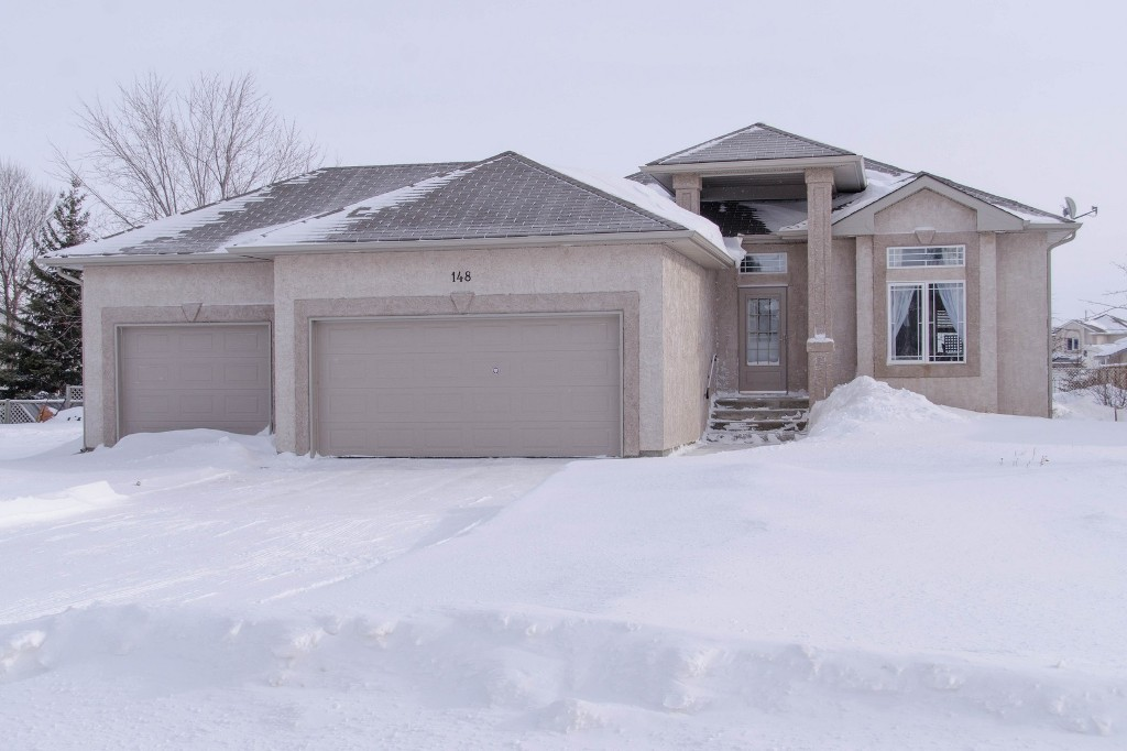 Main Photo: 148 Holly Drive in Oakbank: Single Family Detached for sale : MLS® # 1401509