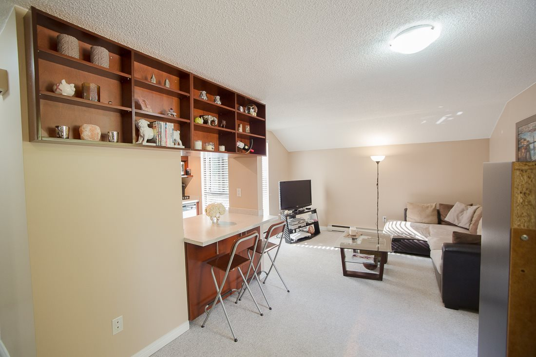 Photo 4: 303 9155 SATURNA DRIVE in Burnaby: Simon Fraser Hills Condo for sale (Burnaby North)  : MLS® # R2042603