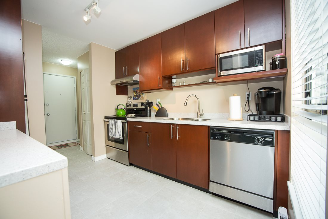Photo 2: 303 9155 SATURNA DRIVE in Burnaby: Simon Fraser Hills Condo for sale (Burnaby North)  : MLS® # R2042603