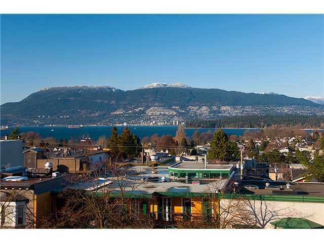 Main Photo: 2040 W 4TH Avenue in Vancouver: Kitsilano Condo for sale (Vancouver West)  : MLS® # V952463