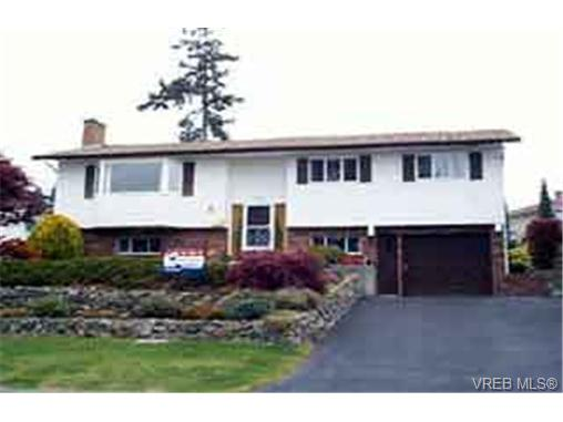 Main Photo: 830 Roy Road in VICTORIA: SW Glanford Single Family Detached for sale (Saanich West)  : MLS® # 144129