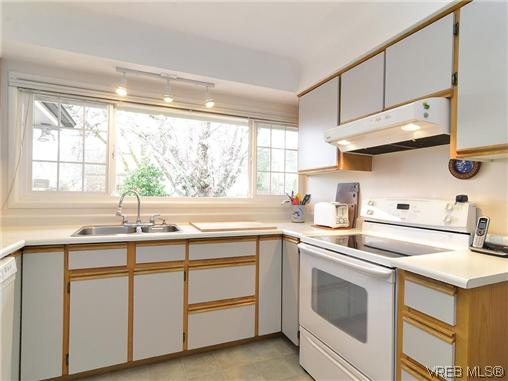 Photo 5: 966 Snowdrop Avenue in VICTORIA: SW Marigold Single Family Detached for sale (Saanich West)  : MLS(r) # 322574