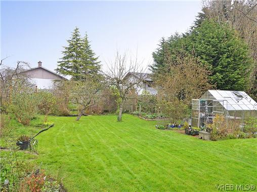 Photo 17: 966 Snowdrop Avenue in VICTORIA: SW Marigold Single Family Detached for sale (Saanich West)  : MLS(r) # 322574