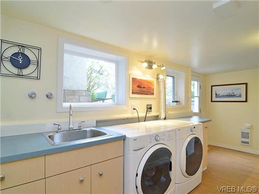 Photo 11: 966 Snowdrop Avenue in VICTORIA: SW Marigold Single Family Detached for sale (Saanich West)  : MLS(r) # 322574