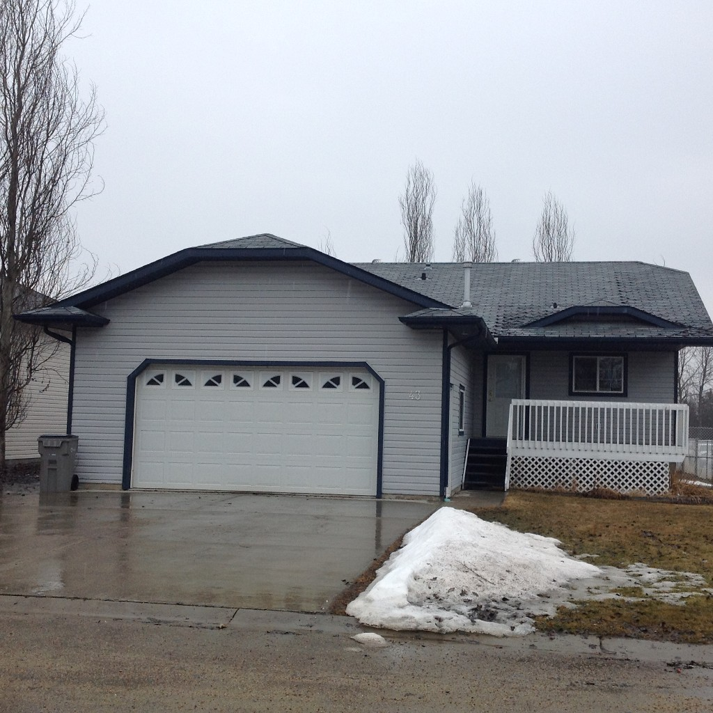 Main Photo: 43 Olson Crescent in Whitecourt: House for sale : MLS® # 42947