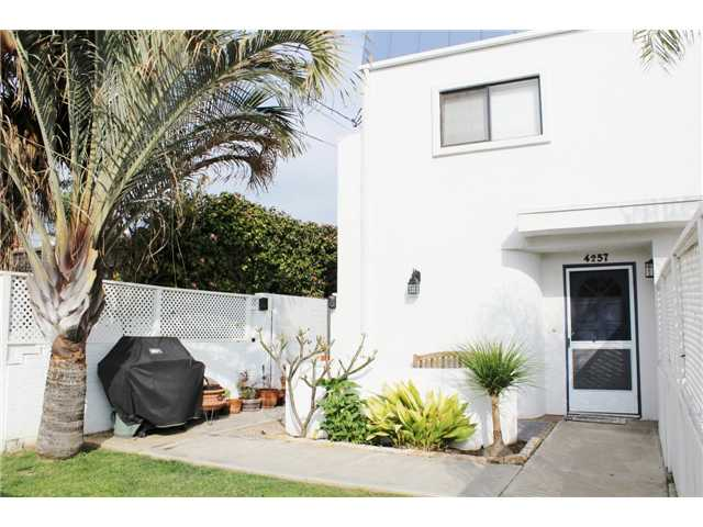 Main Photo: PACIFIC BEACH Townhome for sale : 3 bedrooms : 4257 Gresham Street in San Diego