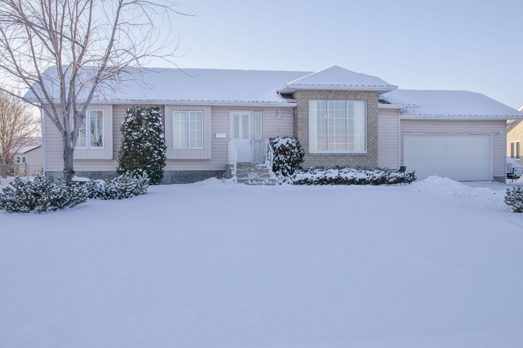 Main Photo: 205 Elm Drive in Oakbank: Single Family Detached for sale : MLS® # 1428748