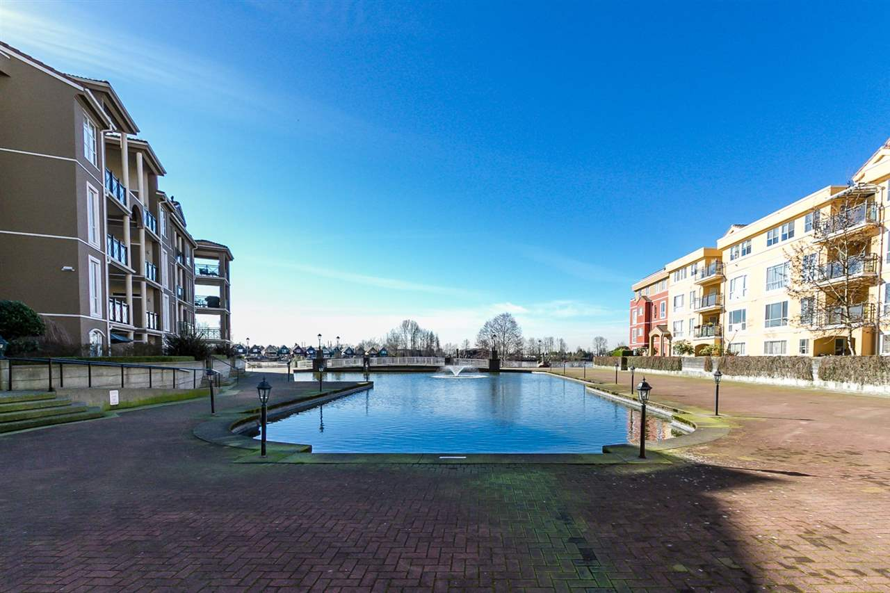 Photo 17: 111 10 RENAISSANCE SQUARE in New Westminster: Quay Condo for sale : MLS(r) # R2038572