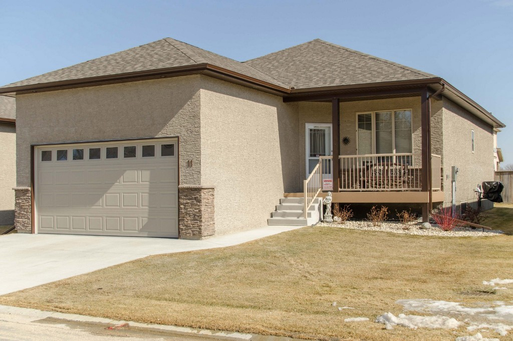 Main Photo: 11 Aspen Villa Drive in Oakbank: Single Family Detached for sale (RM Springfield)  : MLS(r) # 1506806