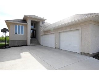 Main Photo: 77 HOMESTEAD Crescent in EDMONTON: Zone 35 House for sale (Edmonton)  : MLS(r) # E3303321