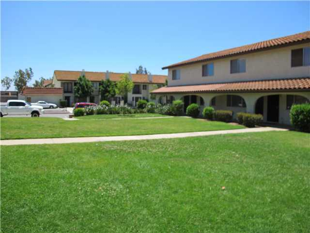 Main Photo: NORTH ESCONDIDO Condo for sale : 2 bedrooms : 186 Espanas Glen in Escondido