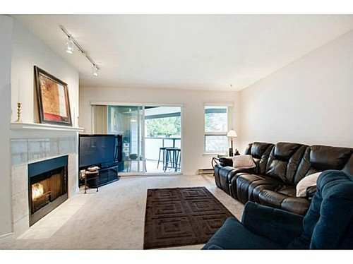 Photo 2: 402 6707 SOUTHPOINT Drive in Burnaby South: South Slope Home for sale ()  : MLS® # V996415