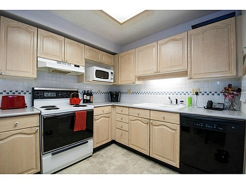 Photo 4: 402 6707 SOUTHPOINT Drive in Burnaby South: South Slope Home for sale ()  : MLS® # V996415