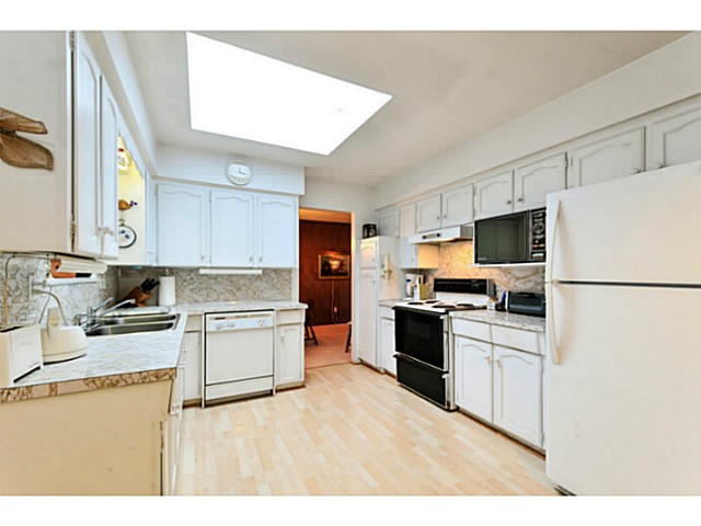 Photo 9: 5541 BROOKDALE CT in Burnaby: Parkcrest House for sale (Burnaby North)  : MLS(r) # V1102592