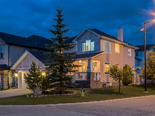 Main Photo: 311 Cresthaven Place SW in Calgary: Crestmont House for sale : MLS(r) # c4015009