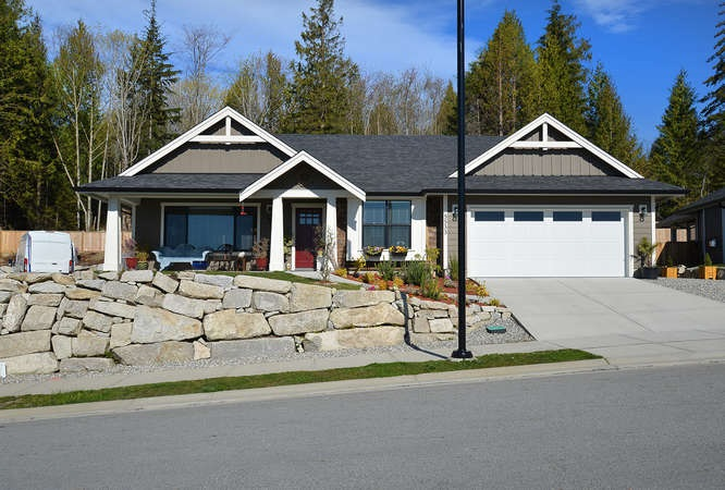 Photo 2: 5533 PEREGRINE CRESCENT in Sechelt: Sechelt District House for sale (Sunshine Coast)  : MLS(r) # R2048842