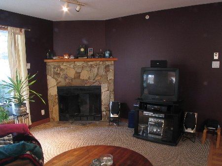 Main Photo: Affordable One Bedroom-Walk to Skiing