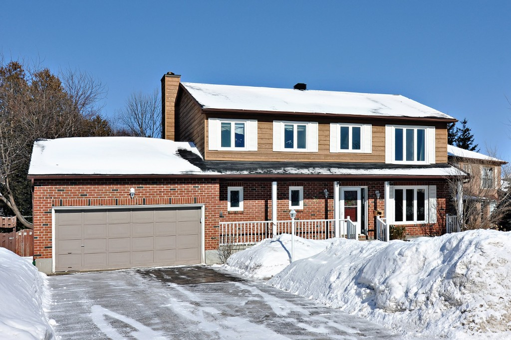 26 Spindle Way located in a desirable and mature Stittsville Neighbourhood