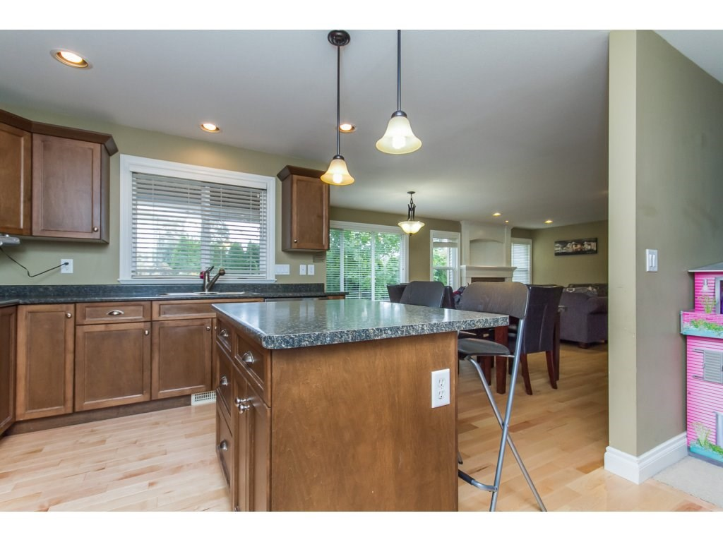 Photo 5: 32792 HOOD AVENUE in Mission: Mission BC House for sale : MLS® # R2119405