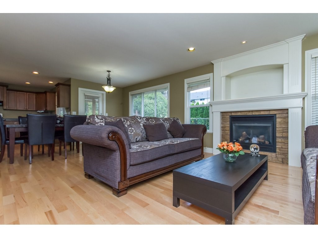 Photo 8: 32792 HOOD AVENUE in Mission: Mission BC House for sale : MLS® # R2119405