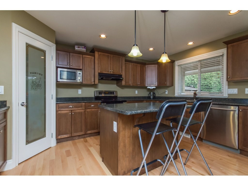 Photo 2: 32792 HOOD AVENUE in Mission: Mission BC House for sale : MLS® # R2119405
