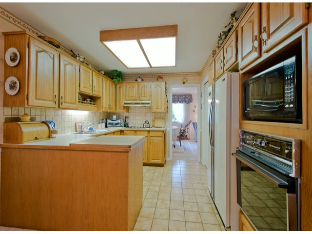 "Photo 3: 38 1725 SOUTHMERE Crescent in Surrey: Sunnyside Park Surrey Townhouse for sale in ""ENGLESEA"" (South Surrey White Rock)  : MLS® # F1314334"