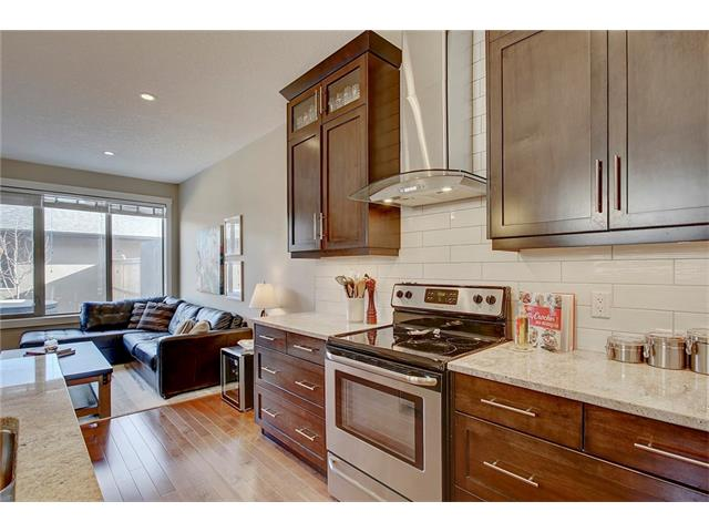 Photo 7: 4412 19 AV NW in Calgary: Montgomery House for sale : MLS(r) # C4076947