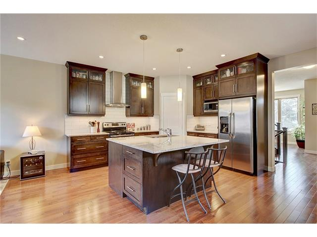 Photo 2: 4412 19 AV NW in Calgary: Montgomery House for sale : MLS(r) # C4076947