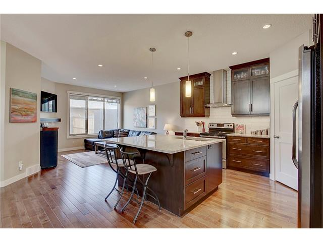 Photo 3: 4412 19 AV NW in Calgary: Montgomery House for sale : MLS(r) # C4076947