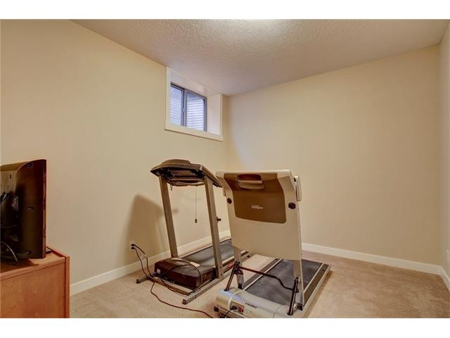Photo 27: 4412 19 AV NW in Calgary: Montgomery House for sale : MLS(r) # C4076947