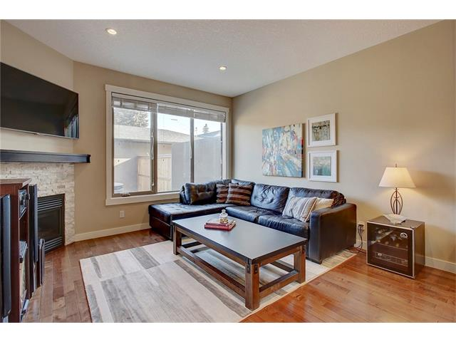 Photo 10: 4412 19 AV NW in Calgary: Montgomery House for sale : MLS(r) # C4076947