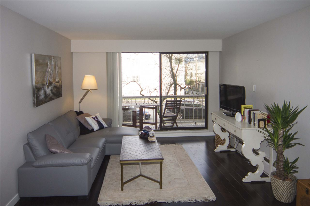 Main Photo: 212 2040 CORNWALL AVENUE in Vancouver: Kitsilano Condo for sale (Vancouver West)  : MLS® # R2134072
