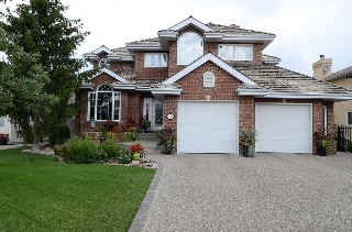 Main Photo: 343 TWIN BROOKS Drive: House for sale