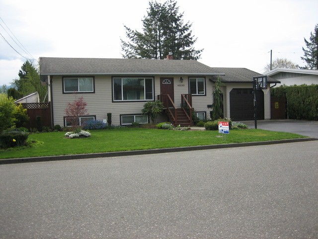 Main Photo: 46680 FRASER AV in Chilliwack: Chilliwack E Young-Yale House for sale : MLS® # H1301480