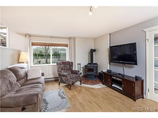 Photo 14: 2207 Edgelow Street in VICTORIA: SE Arbutus Residential for sale (Saanich East)  : MLS® # 334000