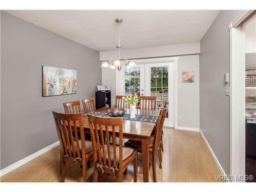 Photo 5: 2207 Edgelow Street in VICTORIA: SE Arbutus Residential for sale (Saanich East)  : MLS® # 334000
