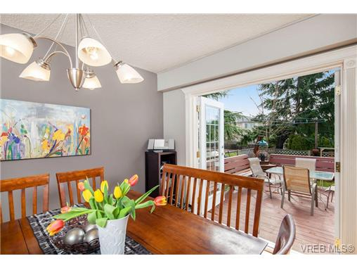 Photo 6: 2207 Edgelow Street in VICTORIA: SE Arbutus Residential for sale (Saanich East)  : MLS® # 334000