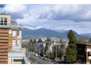 Main Photo: 2715 PRINCE EDWARD ST in Vancouver: Mount Pleasant VE Condo for sale (Vancouver East)  : MLS(r) # V1050307