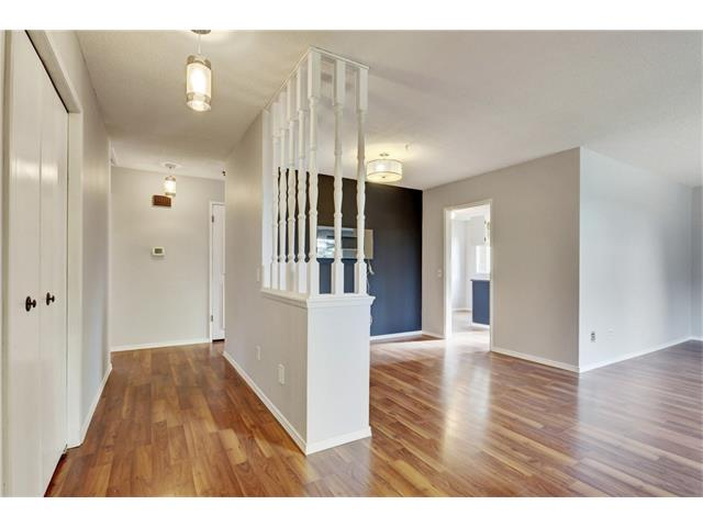 Photo 2: 6120 84 ST NW in Calgary: Silver Springs House for sale : MLS(r) # C4037833