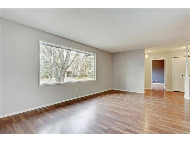 Photo 7: 6120 84 ST NW in Calgary: Silver Springs House for sale : MLS® # C4037833