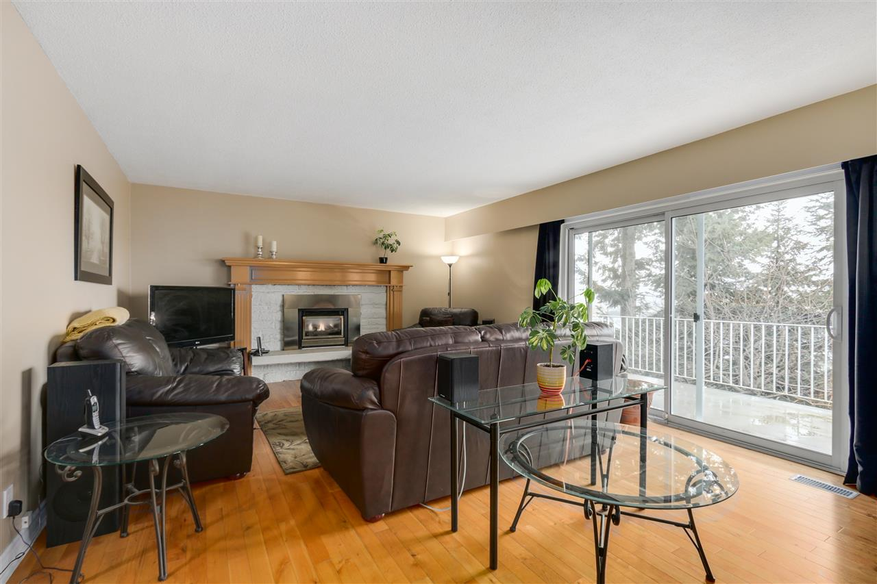 Photo 3: 2310 DAWES HILL ROAD in Coquitlam: Cape Horn House for sale : MLS(r) # R2043585